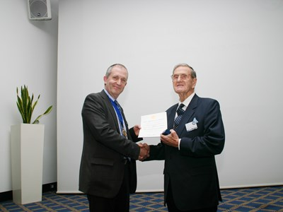 Maurice Hickmott recieving Flight Simulation Medal.jpg